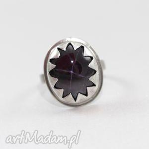 pierścionki granat gwiaździsty w srebrnych zębach - pierścionek, granat