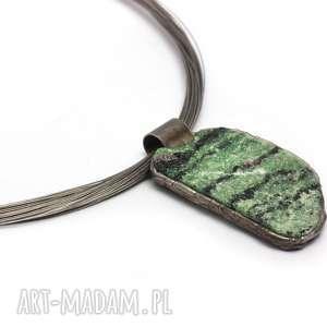 świąteczny prezent, biżuteria zoisyt z rubinem, naturalnie, minerały