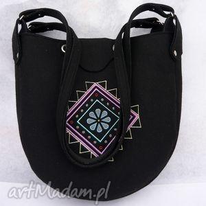 na ramię torba filcowa z haftem, haft, wytworny, ciekawy, elegancki, wyrazisty