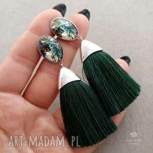 kolczyki z wzorzystym oczkiem i zielonym chwostem