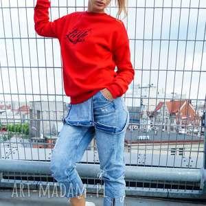 Czerwona bluza dresowa z czarnym haftem embrio bluzy lil yo