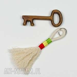 prezent na święta, brelok boho ze sznurka, breloczek, prezent, zawieszka
