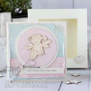 Kartka z okazji roczku, urodzin dla dzieciaczka w pudełeczku
