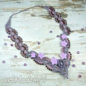 kobiecy naszyjnik z kamieniem ametrynu i szklanymi koralikami - romantyczny, delikatny