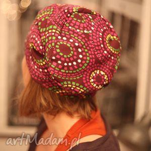 hand made czapki podglądam przez żaluzje miłości iluzje