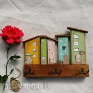 hand-made wieszaki wieszak z pastelowymi domkami no