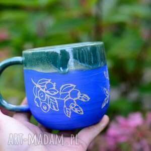 ciekawy duży kubek ceramiczny wnętrze niebieskie błyszczące niejednorodne
