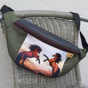 nerka konie, na lato, kolorowa nerka, z końmi, torebka
