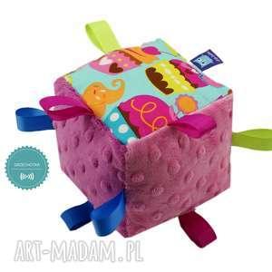handmade zabawki kostka sensoryczna grzechotka, wzór muffiny