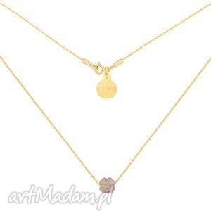 złoty naszyjnik zdobiony złotą koniczynką swarovski® crystal