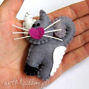 kotek - broszka z filcu, filc, kot, lekki, miękki, modny, zabawny