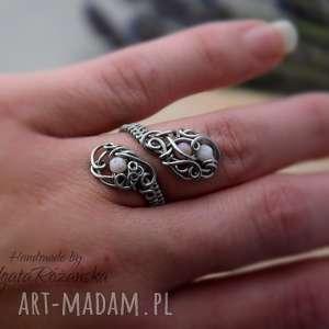 Pierścionek regulowany opal różowy, wire wrapping,