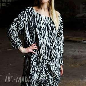 futerkowa sukienka w zeberke, zwierzecy, futerko, ciepła, futrzana, zebra