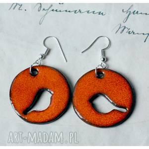 oranżowe kolczyki z ażurowym ptaszkiem