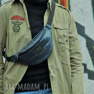 granatowa pikowana nerka, torebka duża nerka przez ramię