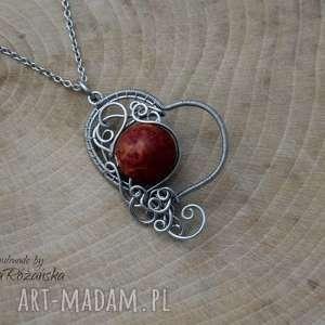 Wisiorek serce koral czerwony, wire wrapping, stal chirurgiczna, wisiorek
