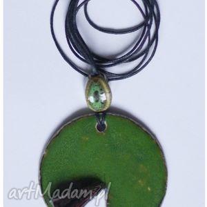 wisior ceramiczny okrągły zielono-czarny rozcięty, wisior, wisiorek, ceramika