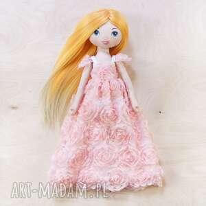 Laleczka w sukni balowej e róże lalki poofy cat księżniczka