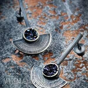 srebrne kolczyki wkrętki półksiężyce, z karborundem, egipskie czarnym