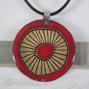czerwony etniczny naszyjnik, wisior, wisorek ceramiczny, naszyjnik