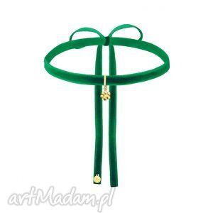 handmade naszyjniki zielony aksamitny choker ze złotą łapką