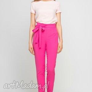spodnie z szarfą, sd113 fuksja, wstążka, szarfa, amarant, wysokie, pasek, praca