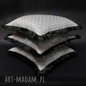 poduszki komplet 3 poduszek srebrno-szarych z frędzlami 45x45cm