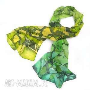 zielony szal jedwabny liście miłorzębu, ręcznie malowany, miłorząb