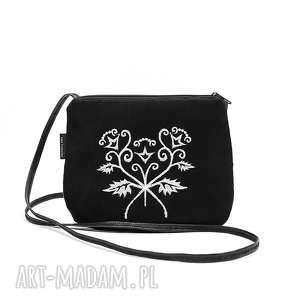 mała czarna torebka z białym haftem, torebka, mini