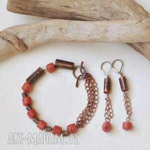 komplet - kolczyki i bransoletka z kutej, oksydowanej miedzi korala, komplet