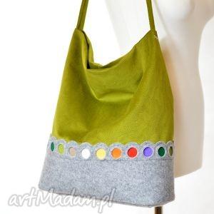 zielona torba na ramię hobo z kolorowymi kropkami, filc, hobo, torba, pojemna, a4