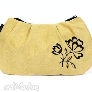 waniliowa kopertówka z wyszywanym kwiatem, torebka, kwiat, zamsz