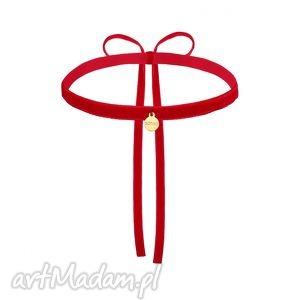 hand-made naszyjniki czerwony aksamitny choker ze złotą zawieszką