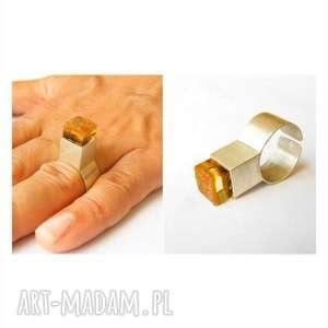 Prezent Pierścionek srebrny bursztynem, bursztyn, bursztyny, pierścionek, srebro
