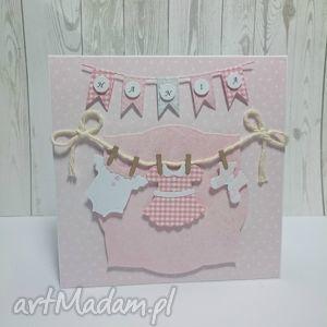 Karta Z Maluszkowym ciuszkiem w różu, urodziny, chrzest, narodziny, pamiatka
