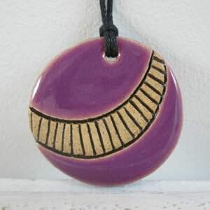 Etno fioletowy wisiorek wisiorki ceramika ana ceramiczny