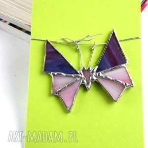 kartka na życzenia z małym motylem fioletowo-różowym, motyw motyla, zawieszka