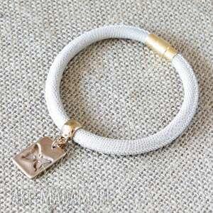 bransoletki beżowa bransoleta ze złotym motylem, bransoletka, beż, brąz