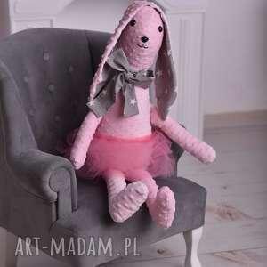 Prezent Królik różowy w spódniczce, maskotka, pomysł-na-prezent, podusia-królik