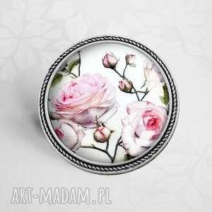 pudrowe róże- śliczna broszka z kwiatami w szkle, kwiaty, róża, przypinka, babci