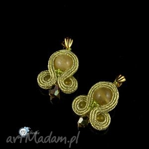 Złote niewielkie kolczyki sutasz