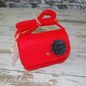 malutka torebka z filcu - etoidesign, filc, filcowa, czerwona, kwiatek