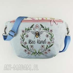 nerka xxl bee kind - ,nerka,zapętlonanitka,haft,pszczoła,pastelowa,saszetka,