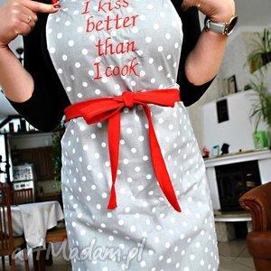 ręczne wykonanie fartuszek i kiss better than cook