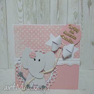 handmade scrapbooking kartki kartka z gratulacjami w rękach słonika