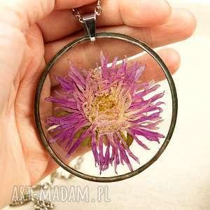 z57 naszyjnik z suszonymi kwiatami, herbarium jewelry, kwiaty w żywicy