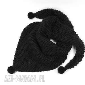 czarna chusta z pomponami zrobiona na drutach, chusta, pompony, wełna, wełniana