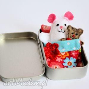 mini misie - w kolorowe kwiatki, myszka, miś, łóżeczko, puszka, zabawka