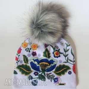 czapka beanie pompon z futra - kwiaty, czapa, pompon, nadruk, beani, prezent