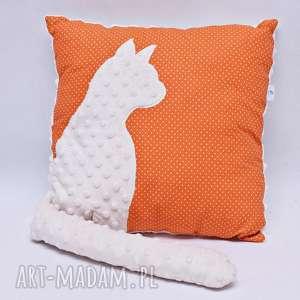 pokoik dziecka poduszka z kotem i ogonem 3d kremowy kot na lisim maczku